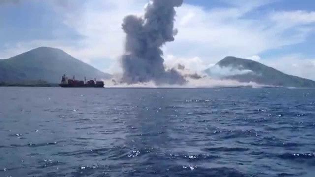 The eruption of Mount Tavurvur – 8/29/14 (Papua New Guinea)